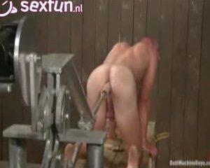 Homo komt uit de kist en krijgt de vuurdoop