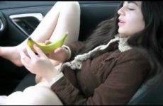 Wat een geil stout tiener meisje met die banaan